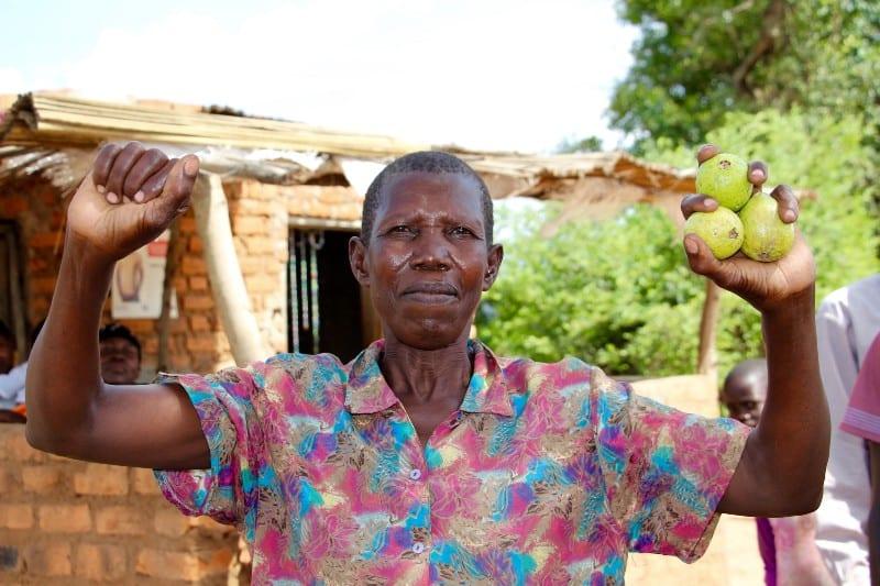 IngoletAnna holding up fruit