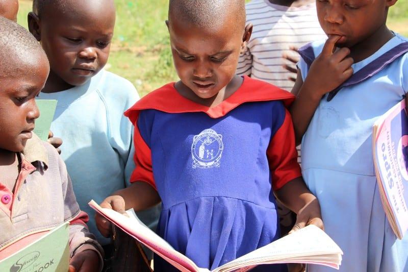 African children reading