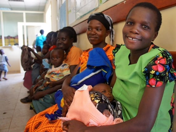 African women and their children (Photo credit: Lwala Community Alliance)